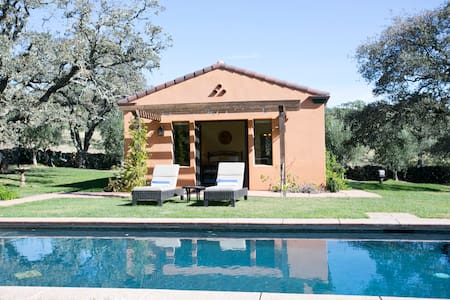 Private Haven in Wine Country  - Leilighet