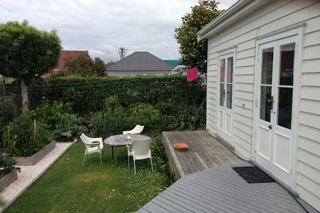 lightfilled 1 bedroom garden studio - Auckland