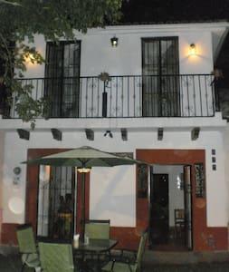 Hostal La Casa del Jardin - Bed & Breakfast