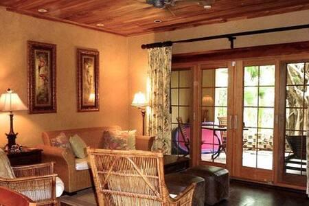 La Esquina: Luxury Beach Villa - Playa Langosta - Condominium
