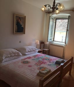 Room on the main square - Hvar - Haus