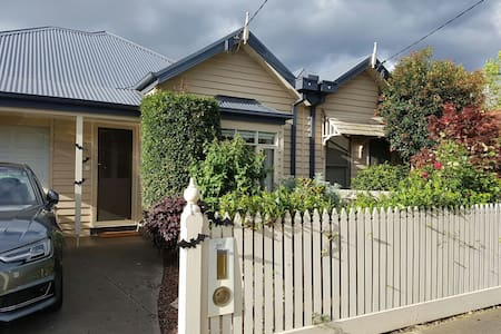 Spacious 3bed central to everything - Yarraville, Victoria, AU - Casa