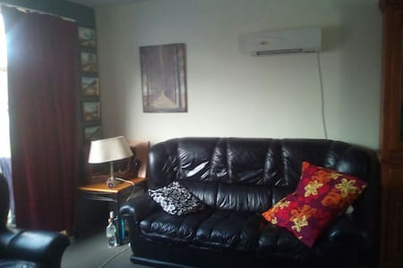 Home away from city - Auckland - Casa