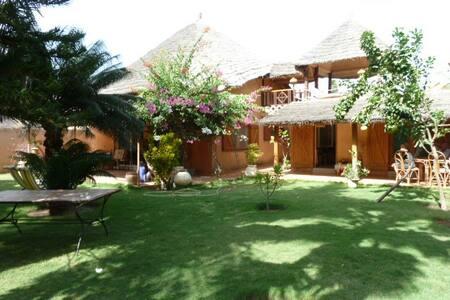 villa de charme avec jardin jacuzzi - Villa