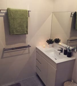 Cosy, cottage style house. - West Ryde - House