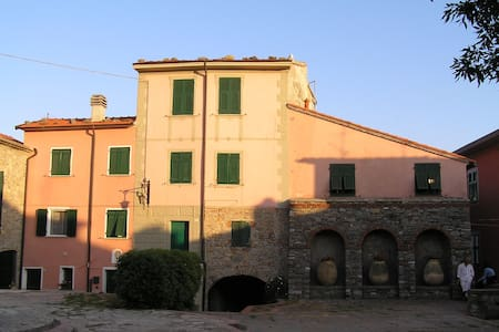 TYPICAL HOUSE IN A LIGURIA VILLAGE - Haus