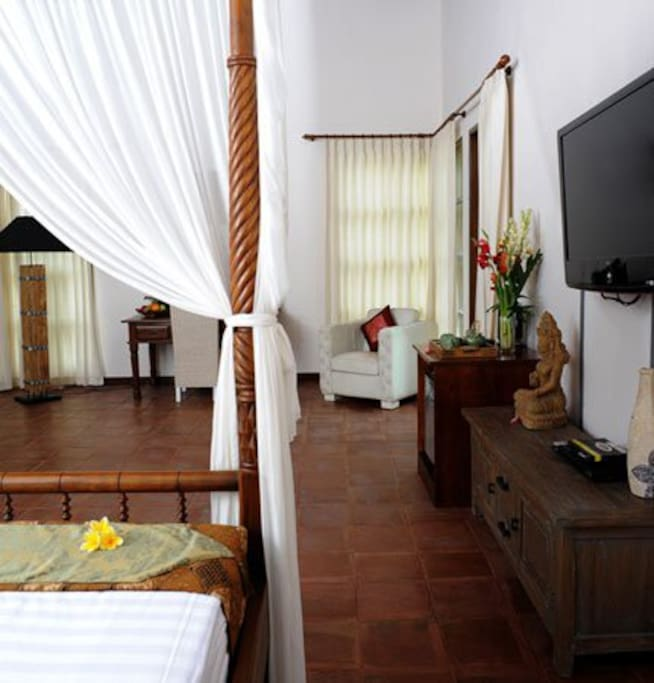 Master Suite bedroom,King Size Bed , the room size is 70sqm