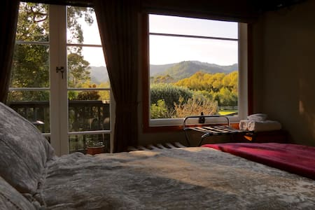 The Green House Bed and Breakfast, The Ranges Room - Coromandel