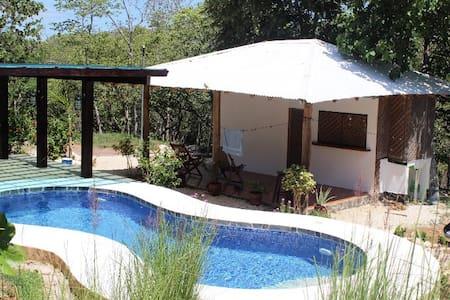 Casa Bambu, Tree House Near Fabulous Beaches! - Lakás