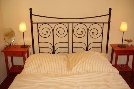 Romantisches Zimmer für Euch! - Bed & Breakfast