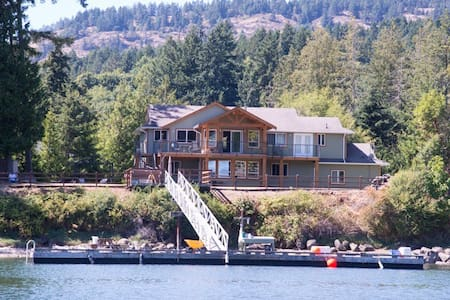 Convenient West Coast Luxury Lodge!