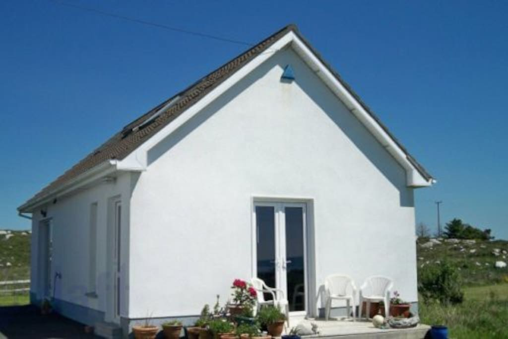 Up away cottage, overlooking Galway Bay. Sleeps 4 adults. Your cottage in Connemara.