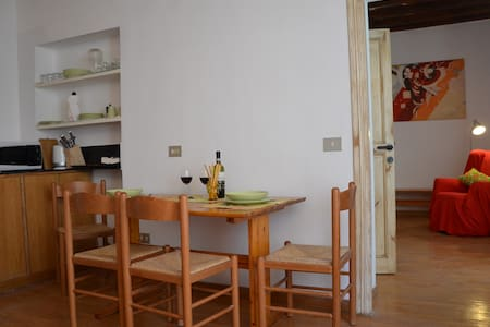 LOVELY SMALL APARTMENT, NAVONA WIFI