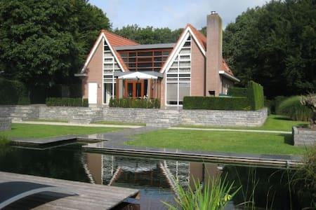 Moderne en ruime villa in Friesland - Villa
