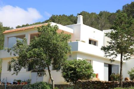 Hillside villa in lovely Ibiza - San Miquel, Ibiza - Hus