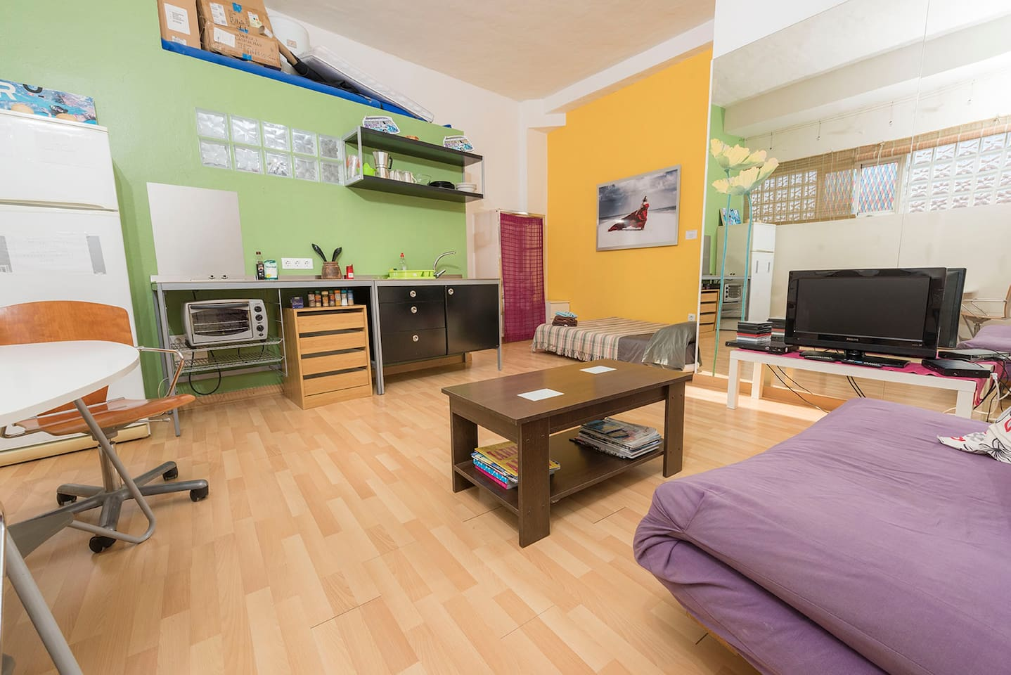 Small cozy Loft with Wi-fi, kitchen and heating. Very close to the beach.
