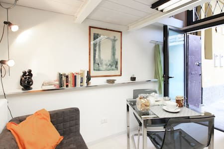 Studio in Navigli area with parking - Milan - Apartment