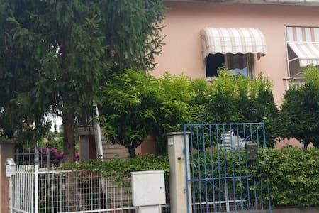 Appartamento in villa 800m dal mare - Appartement