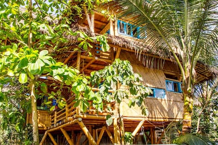 Tropical Bamboo Paradise Beach Home - Ház