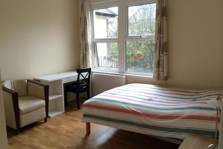 Ensuite double room in Wimbledon