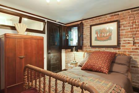 Garden Suite Efficiency - Washington - Apartment