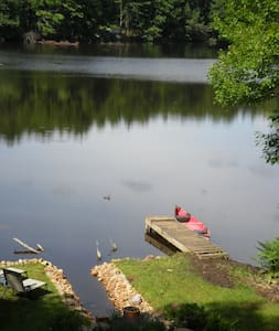 Cottage on small prvt lake w canoe - West Brookfield