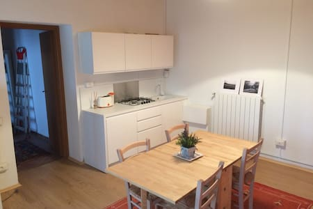 Relax and quiet 10 min. walk from downtown - House