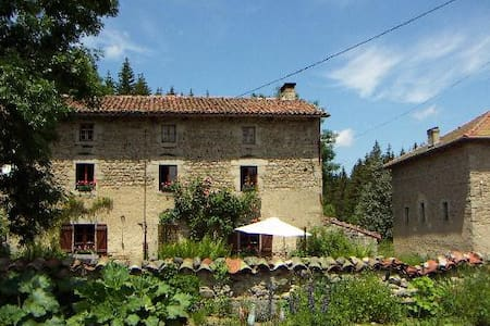 La Fontaine des Thiolles chambres - Bed & Breakfast