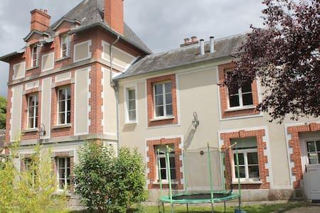 Dépendance de chateau, 4 km de Vaux le Vicomte - Rubelles