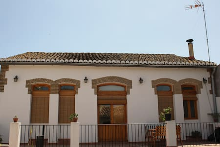 HOUSE FOR 5 PERSONS+SHEETS+ TOWELS+ WIFI - Valencia - Huis