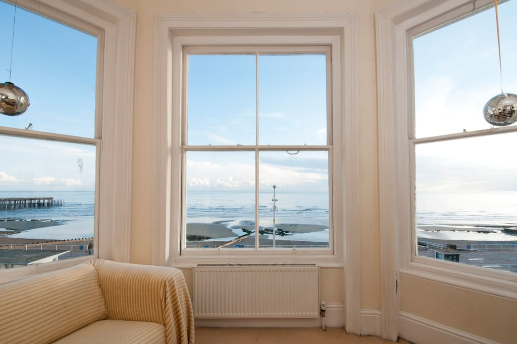 Wonderful view of the sea from the living room.