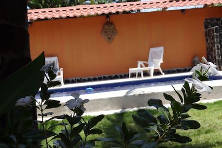 Costa Rica Beach Houes - Esterillos Oeste - House