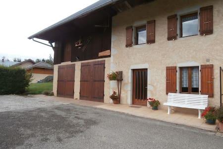 La Pierre Carrée - House