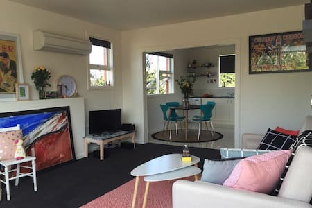 Art Apartment in perfect location - Apartment