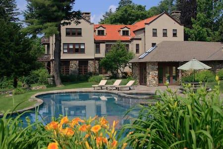 Luxury Getaway in Litchfield Hills  - Colebrook