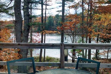 Lazy Lake Cottage - House