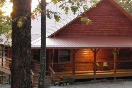 Deer Lodge Cabin Rentals, Whiskey Hollow Cabin - Kisház