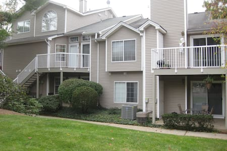 "2BR 2Ba townhome in ""The Hills"" -30 - Bedminster Township - Appartement"