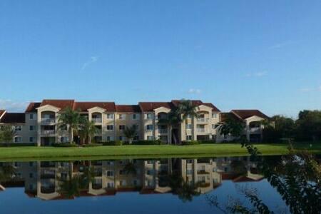 2 Miles to Beach Waterview Condo - Vero Beach - Apartment