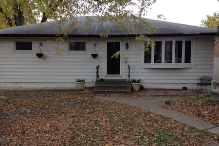 Spacious Home Centrally Located - Rock Island - Haus