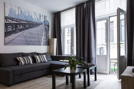 Deluxe flat with FREE PARKING+WiFi - Antwerp - Apartment