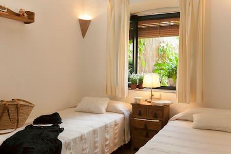 Rustic apartment near beaches and golf courses - Palau-Sator - Lejlighed