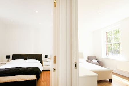 (WS02) Two Bedroom near Oxford St.
