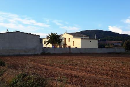 Sant Genís 20 personas y hasta 30  - La Llacuna - Casa