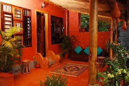 Enteveedu Homestay- Bamboo Cottage - Bed & Breakfast