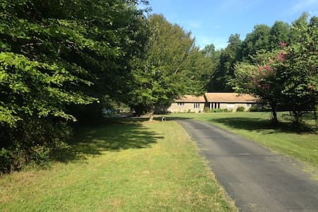 Private home on 6 acres with in-ground heated pool - New Kent - Hus