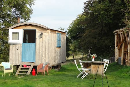 Shepherd's Hut with fantastic views - Presteigne