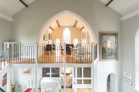 Beautiful Gothic Church Conversion - Casa