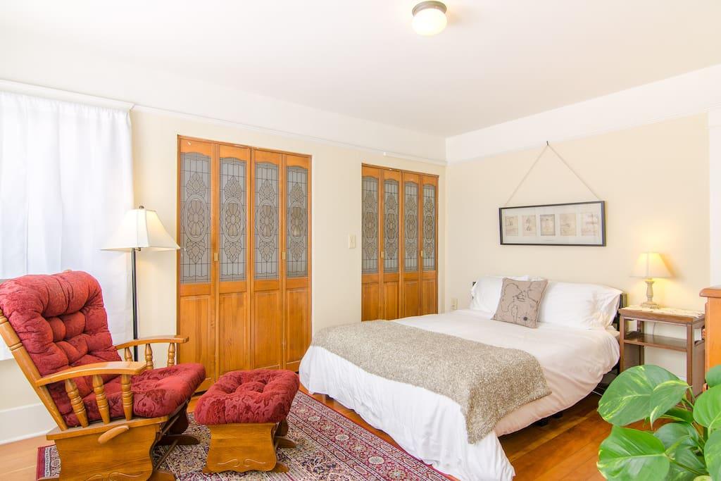 Historic Bright Craftsman apartment