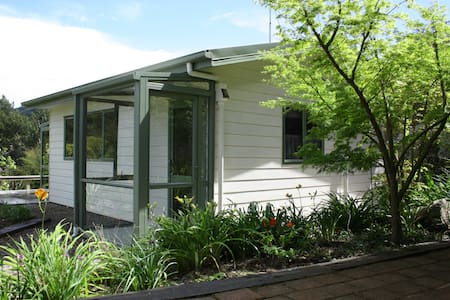 Fully self-contained studio unit - Kaiteriteri, - Chalet